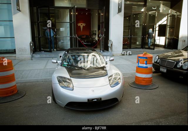 Tesla Showroom Electric Stock Photos Tesla Showroom Electric Stock Images Alamy