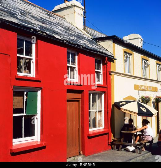 RED PAINTED HOUSE U0026 PUBu0027S TERRACE EYERIES BEARA PENINSULA COUNTY CORK  IRELAND   Stock Image