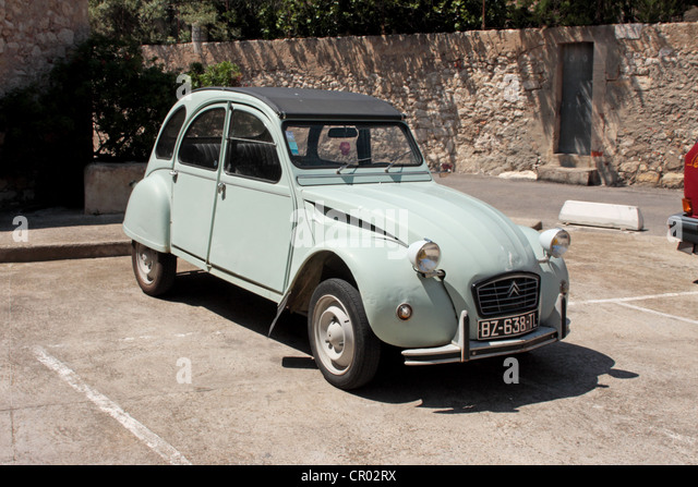 citroen deux chevaux france stock photos citroen deux chevaux france stock images alamy. Black Bedroom Furniture Sets. Home Design Ideas