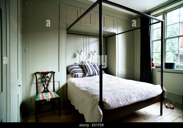 Fourposter bed stock photos fourposter bed stock images for Bunk beds built into the wall