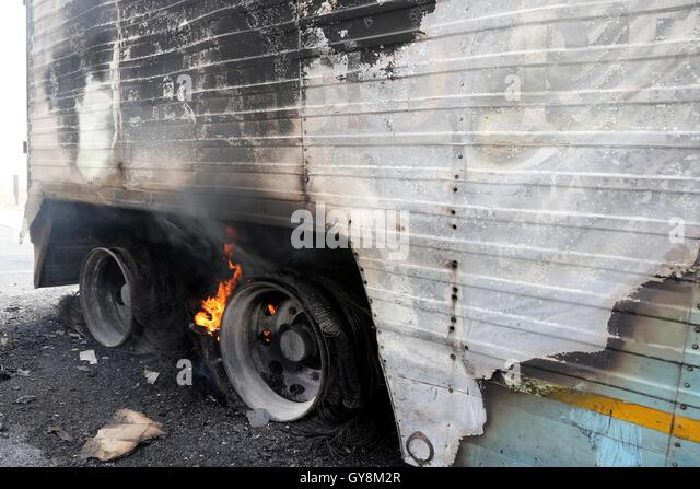 fire truck accident stock photos fire truck accident stock images alamy. Black Bedroom Furniture Sets. Home Design Ideas