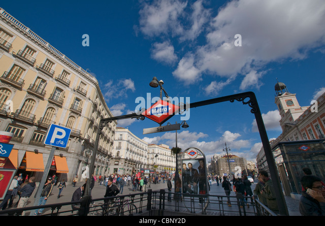 Sol station stock photos sol station stock images alamy for Plaza del sol madrid