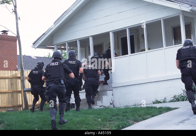 Galerry Photo of the apartment that police served a narcotics warrant to