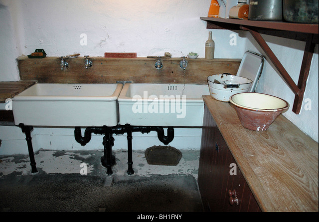 Victorian Kitchen Scullery Stock Photos & Victorian Kitchen ...