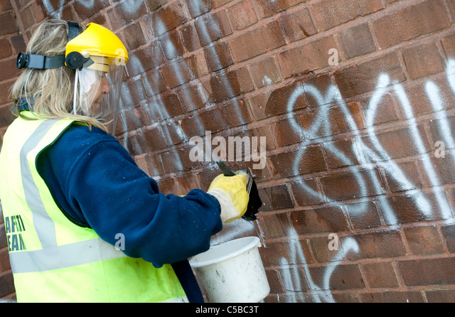 how to clean graffiti off brick
