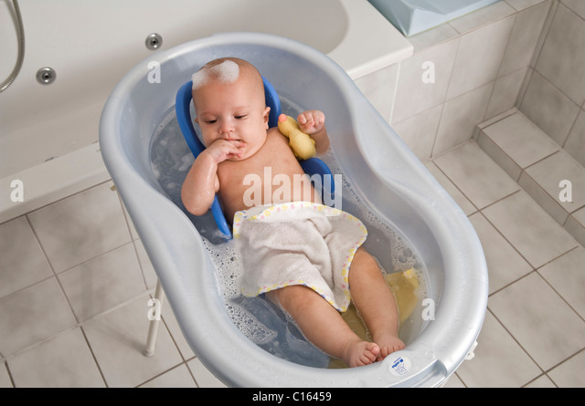 bathtub badewanne stock photos bathtub badewanne stock images alamy. Black Bedroom Furniture Sets. Home Design Ideas