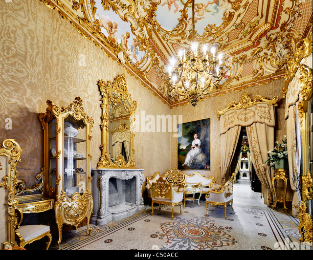 picture of bedroom paint colors parisio stock photos amp parisio stock images alamy 19420
