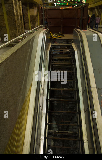 Escalators And Stairs Stock Photos Amp Escalators And Stairs