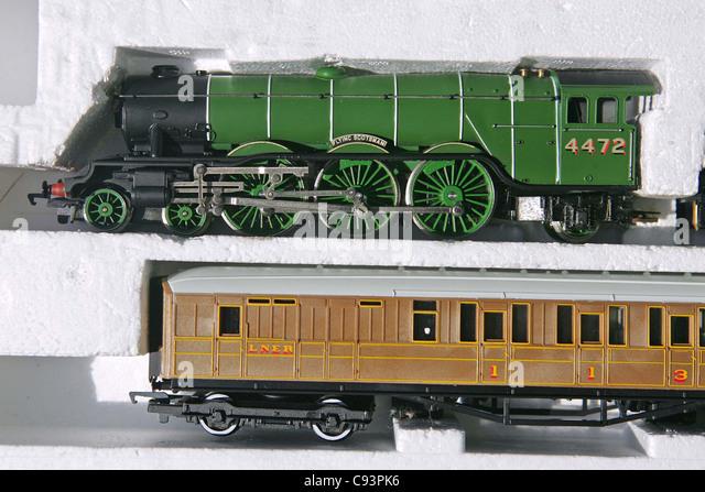Doodlebug train horror monument, model train o gauge, ho