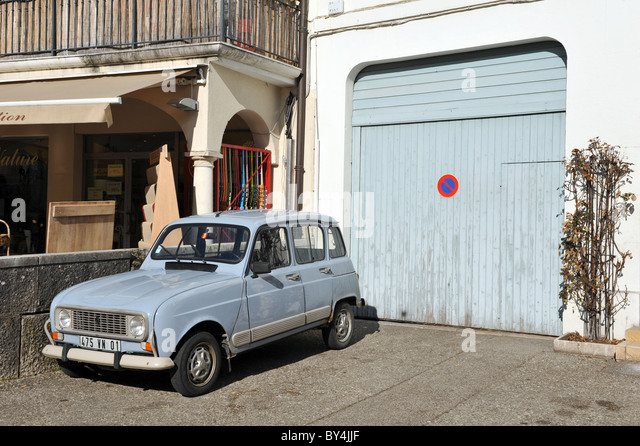 French car parked stock photos french car parked stock for Garage citroen provins