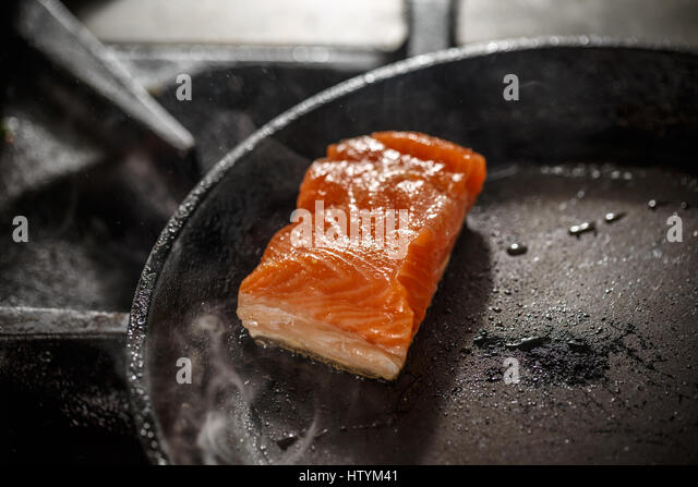 how to cook salmon steaks in a frying pan