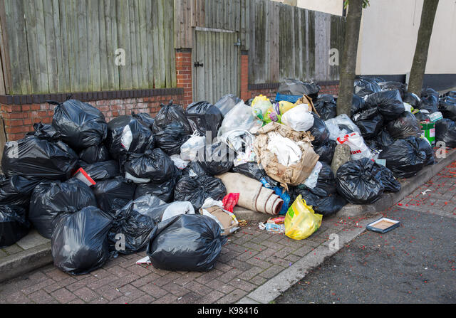 Rubbish piles stock photos rubbish piles stock images alamy - Rd rubbish bin ...