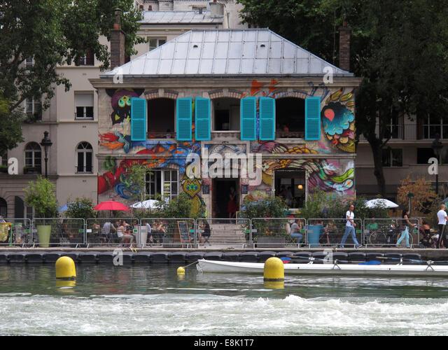 Bassin de la villette stock photos bassin de la villette stock images alamy - Canal saint martin restaurant ...