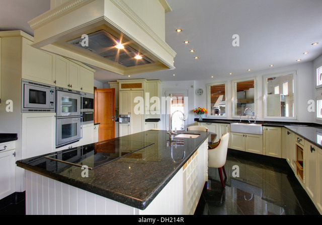Kitchen Island Unit With Sink And Hob oven hob in island unit stock photos & oven hob in island unit