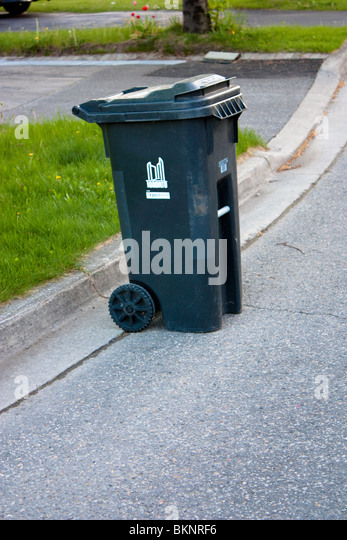 Garbage bin street stock photos garbage bin street stock images alamy - Rd rubbish bin ...