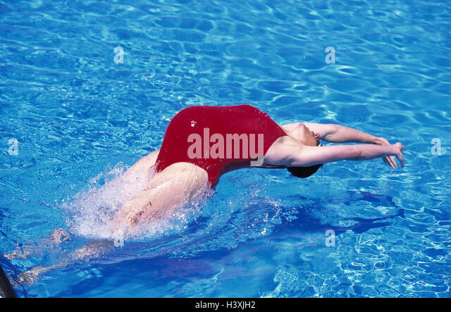 Pregnant woman swim stock photos pregnant woman swim stock images alamy for Girl pregnant in swimming pool