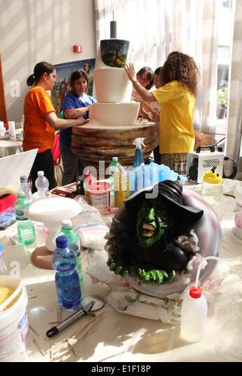 Cake Design Italian Festival Roma : Green Man Festival 2014 Stock Photos & Green Man Festival ...
