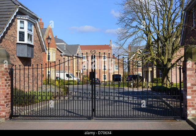 Gated Community Property Uk Stock Photos Amp Gated Community