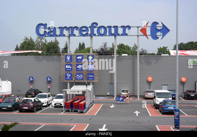 Hypermarket france stock photos hypermarket france stock for Protector parking carrefour