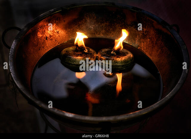 Candle wick stock photos candle wick stock images alamy for Oil filled candlesticks