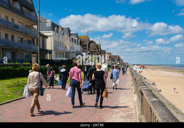 Le grand hotel stock photos le grand hotel stock images alamy - La cremaillere cote mer et hotel cote jardin ...