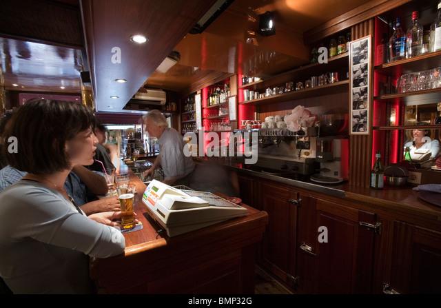 Rue Mouffetard Paris Restaurant Stock Photos & Rue Mouffetard ...