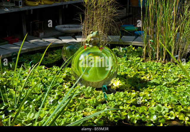 Frog ornaments stock photos frog ornaments stock images alamy Pond ornaments