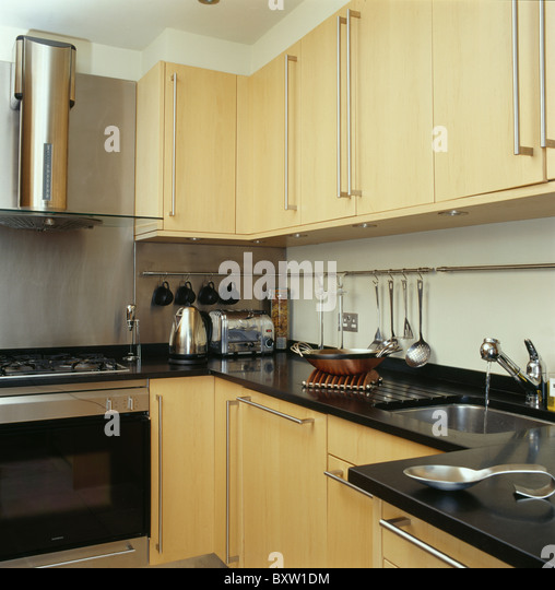 Cream Kitchen Black Worktops: Black Worktops Stock Photos & Black Worktops Stock Images