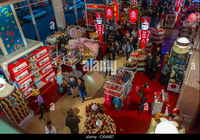 Fao schwartz store stores stock photos fao schwartz store stores new york city ny usa people shopping fifth avenue fao schwartz sciox Image collections