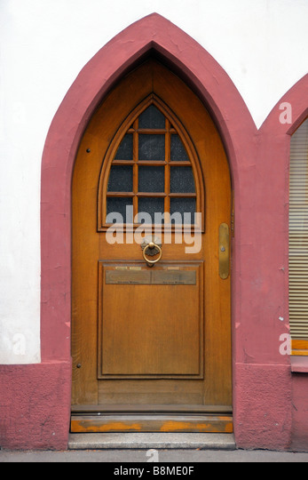 Antique wooden door with gothic arch - Stock Image & Gothic Arched Doors Stock Photos \u0026 Gothic Arched Doors Stock ... Pezcame.Com