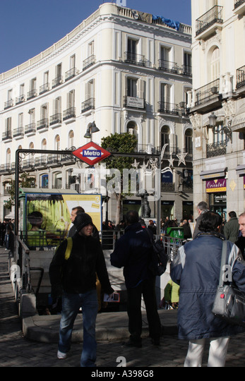 Sol station stock photos sol station stock images alamy for Parking puerta del sol