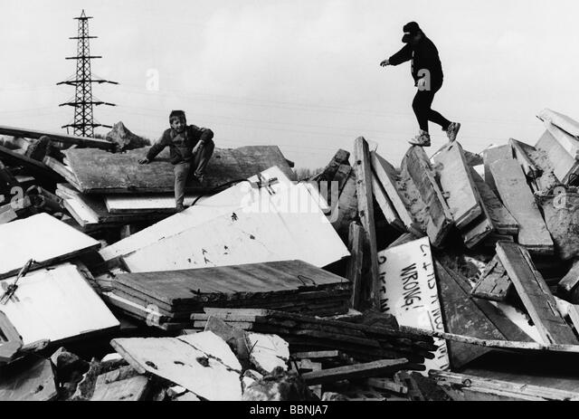 Destruction Of The Berlin Wall Plying Stock Photos &a...