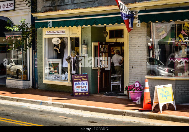 Pawn broker stock photos pawn broker stock images alamy for Jewelry pawn shops birmingham al