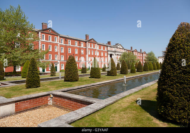 The Formal Gardens And Fountain In Peninsula Square, Winchester, Hampshire,  England, United