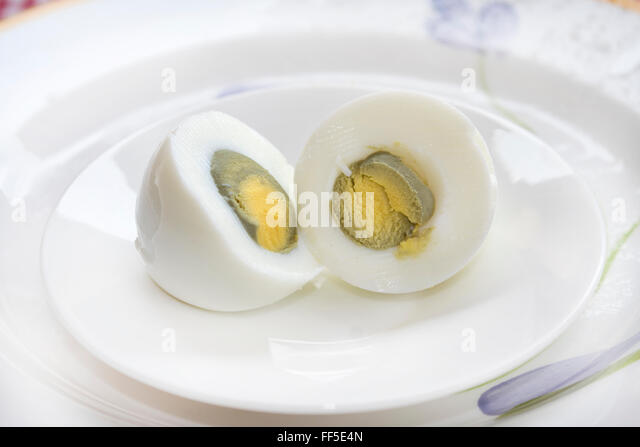 how to cut hard boiled egg cleanly