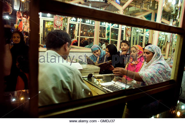 Shop in lahore stock photos shop in lahore stock images for Lampen reuter