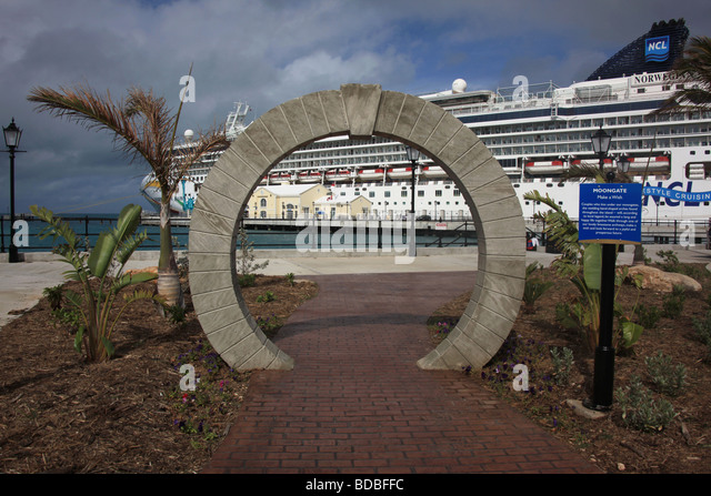 Bermuda Lucky Stone : Moongate arch at king s wharf bermuda under which