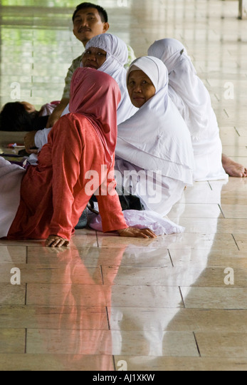 java village muslim Do you know that there are 500,000 balinese people living throughout indonesia outside bali many balinese are also living comfortably in java and reach high government and military positions in jakarta.