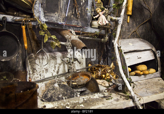 Dirty Kitchen Dishes Stock Photos & Dirty Kitchen Dishes Stock ...
