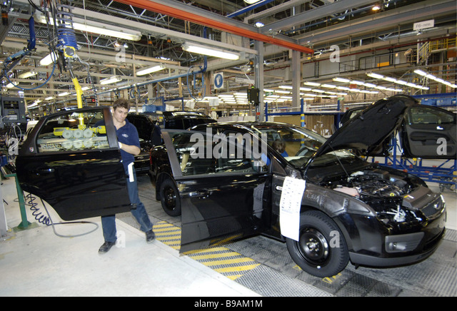 Assembling Ford cars at the factory in the Leningrad Region - Stock Image & Ford Cars Factory Stock Photos u0026 Ford Cars Factory Stock Images ... markmcfarlin.com