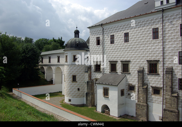 history of the pardubice palace It is very obvious that this majestic late-gothic castle was built by an orthodox   the foundation-stone was festively laid by the archbishop arnošt of pardubice on .