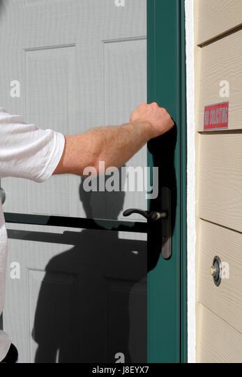 door knock salesman salesperson man front home house & Door Knock Stock Photos \u0026 Door Knock Stock Images - Alamy