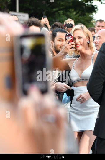 Berlin, Germany. 17th July, 2017. Actress Charlize Theron arrives at the world premiere of the film 'Atomic - Stock Image