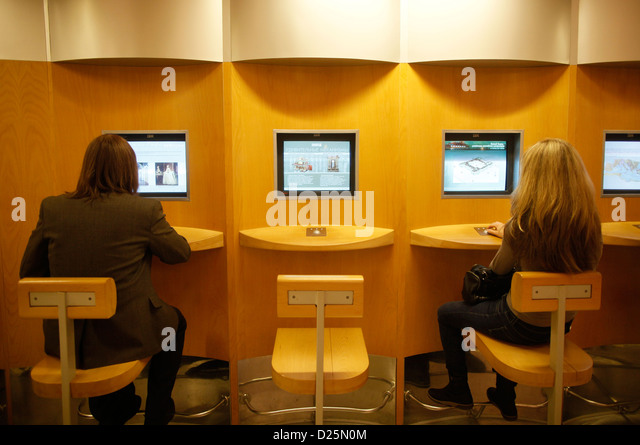 Cyber Cafes Stock Photos & Cyber Cafes Stock Images - Alamy