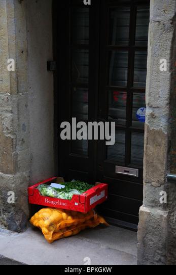 Doorstep online grocery delivery