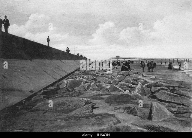 long wall black sea wall black and white stock photos images alamy