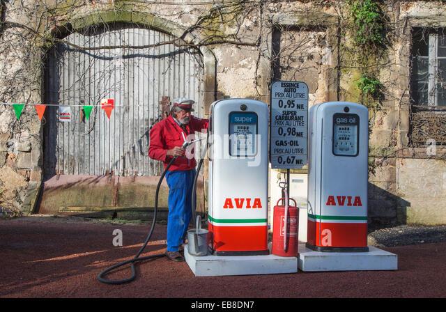 Petrol pump france stock photos petrol pump france stock for Garage citroen saint remy de provence
