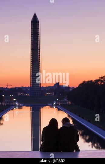USA, Washington DC, Washington Monument with couple, at dawn - Stock Image