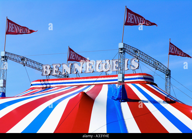 top of circus benneweis circustent top with poles and flags Denmark Jutland - Stock Image  sc 1 st  Alamy & Circus Tent Flags Stock Photos u0026 Circus Tent Flags Stock Images ...
