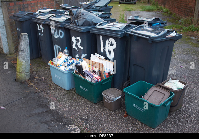 Rubbish bins uk stock photos rubbish bins uk stock images alamy - Rd rubbish bin ...